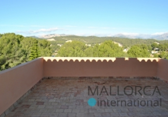 Large villa with gardens, pool and mountain views in Santa Ponsa